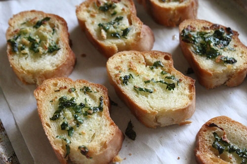 Bánh mì nướng bơ thơm giòn
