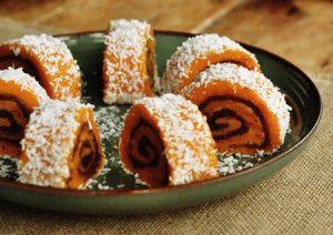 Bánh bí ngô cuộn đậu đỏ lạ miệng cho bữa ăn nhẹ