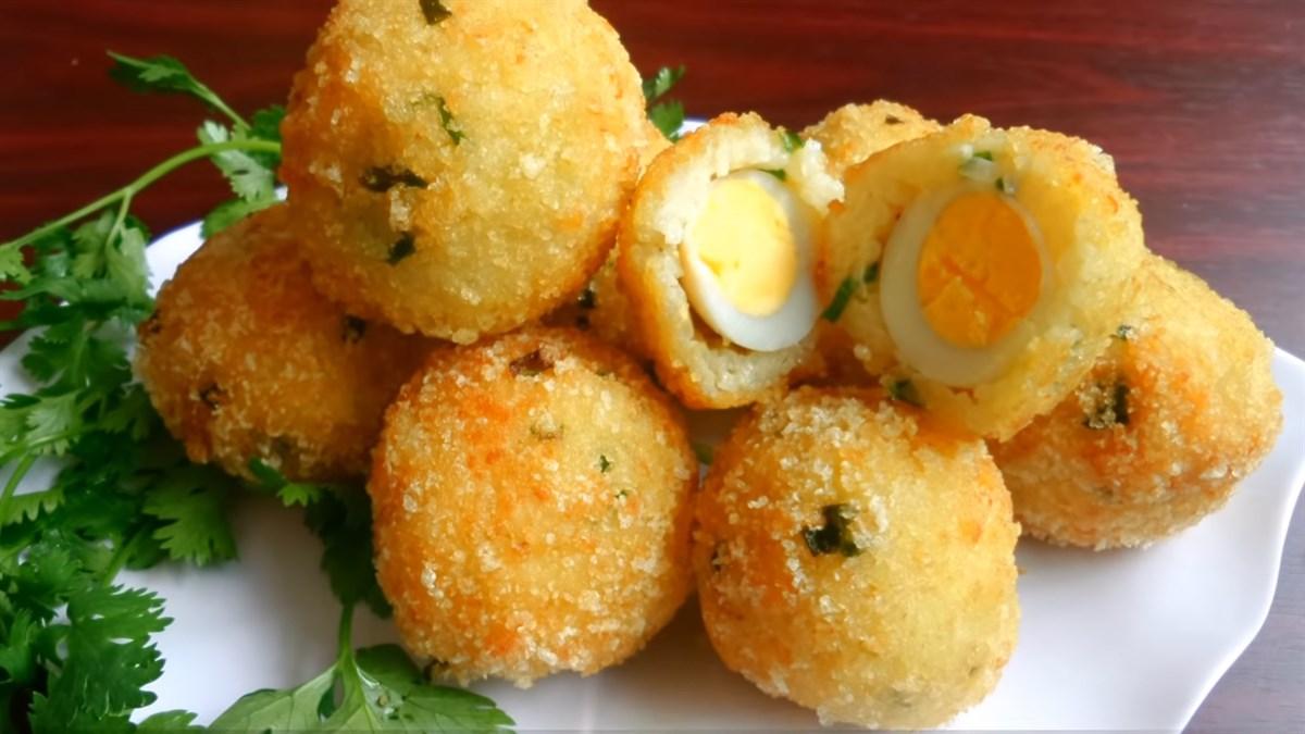Cơm bọc trứng cút mê ly cho bữa ăn nhẹ